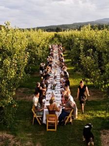 Of je kiest voor een mega-tuinfeest... Bron: Pinterest
