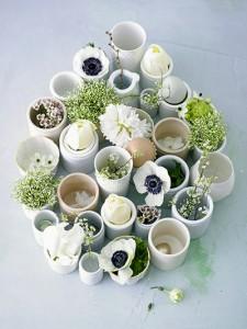 Verschiedene Blumen und Pflanzen in Gefaessen  Variety of vessels with plants and flowers
